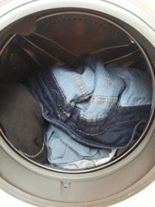 стиральный порошок как универсальное средство выведения пятен с джинс