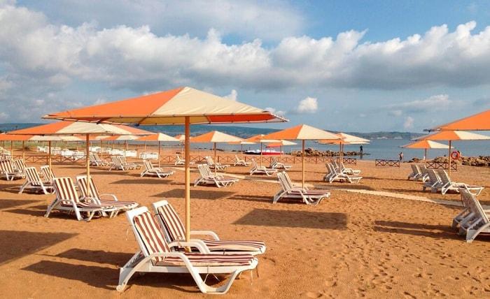 Комфортный пляж для отдыха с маленькими детьми Жемчужный Феодосия