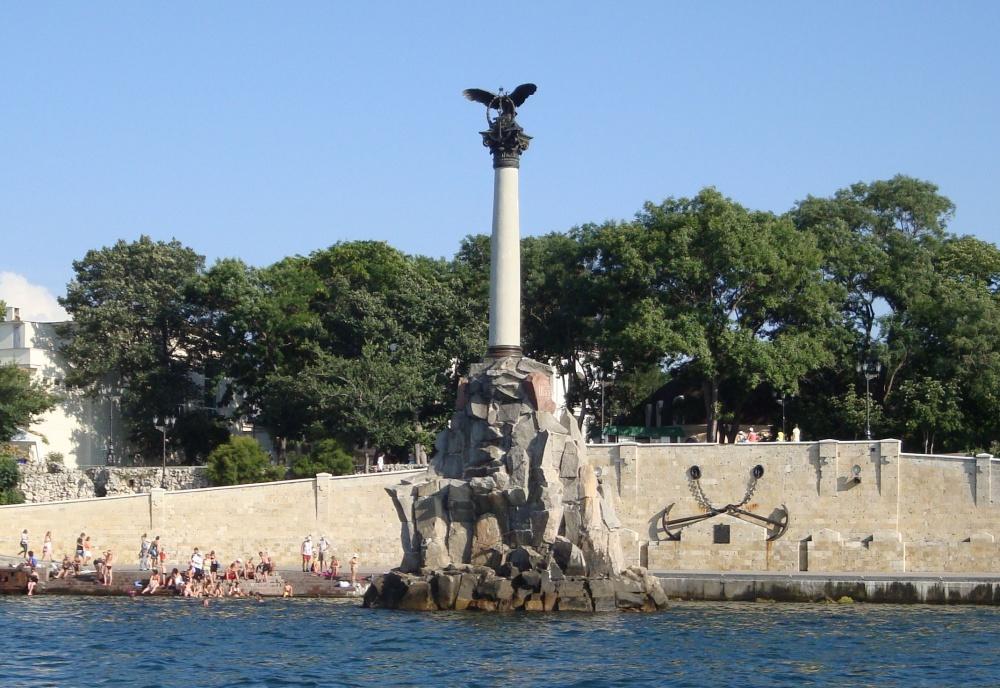 Памятник затонувшим кораблям в Севастополе