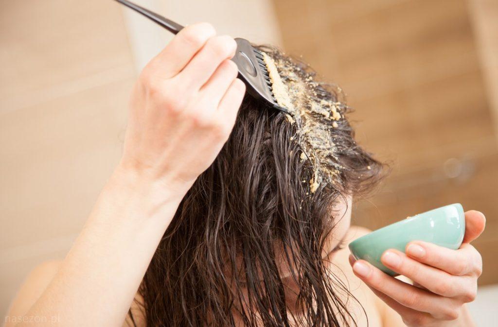Любую из предложенных масок нужно делать раз в неделю на протяжении двух месяцев чаще не советуем, иначе можете запросто пересушить волосы и кожу головы.