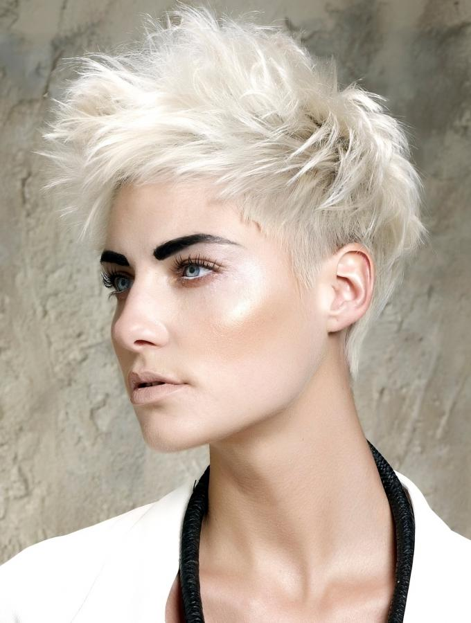 платиновый блонд на короткие волосы фото