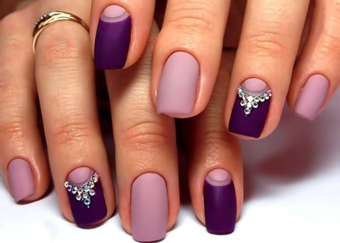 Розовые матовые ногти