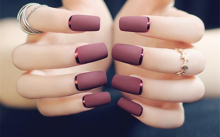 Матовый френч на ногтях